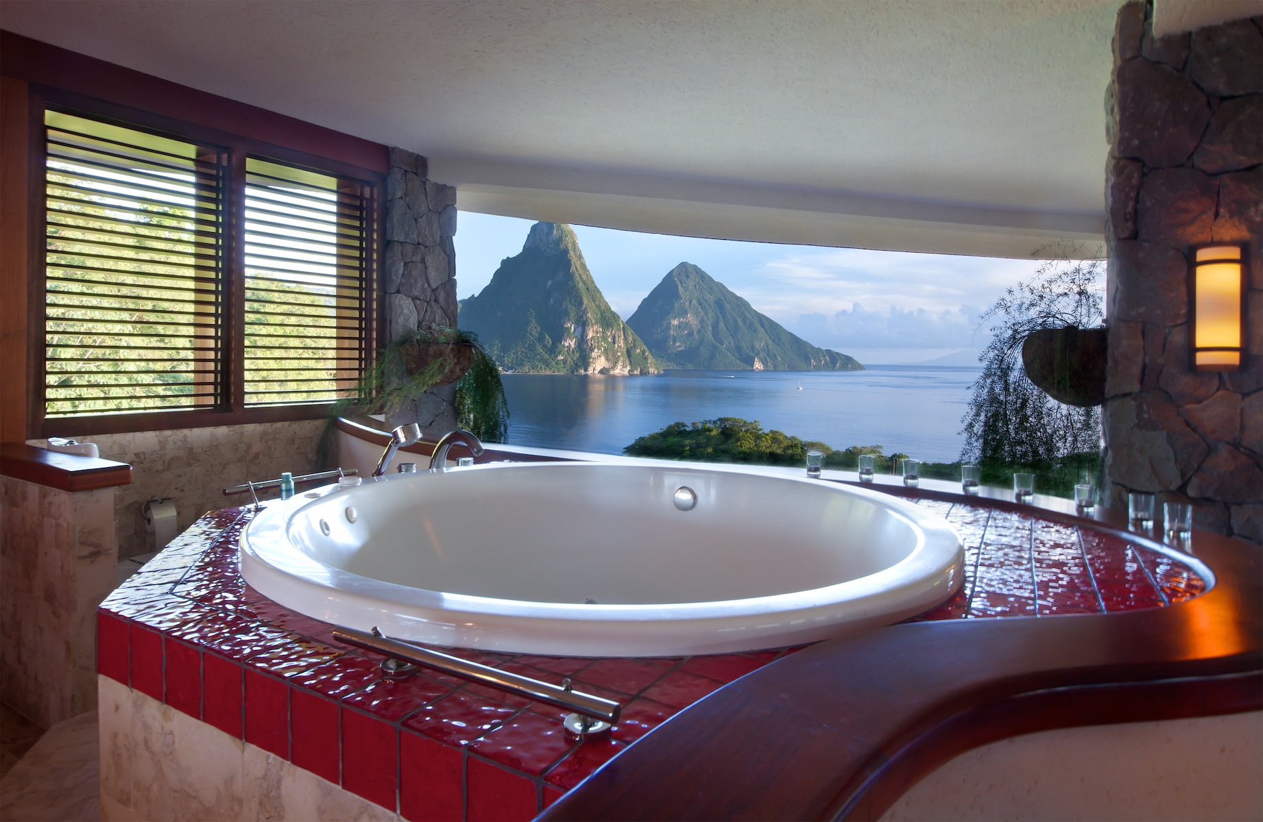 St.Lucia\'s Jade Mountain offers honeymooners \